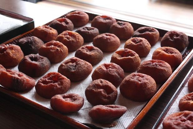 干し柿並べ